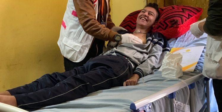Jonge manin Gaza, verlamd vanaf de nek